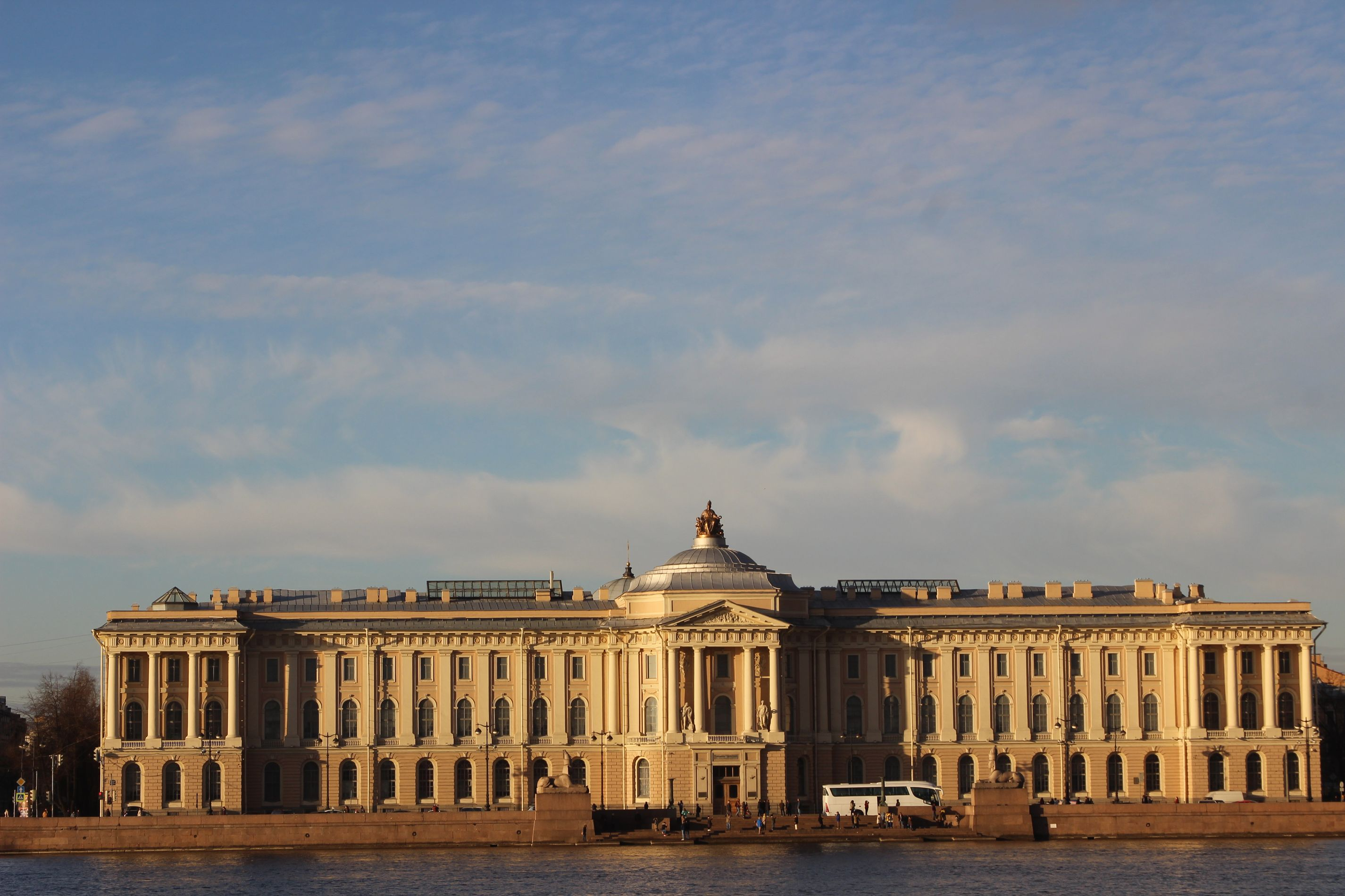dvorez_trezini_Saint-Peterburg