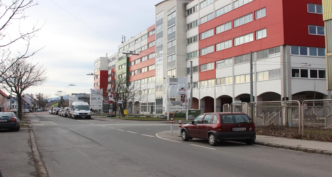 office rent u6 center siebenhirten-13